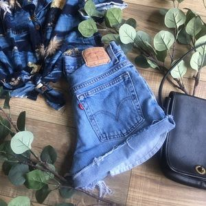 Levi's | 550 High Waisted Mom Shorts